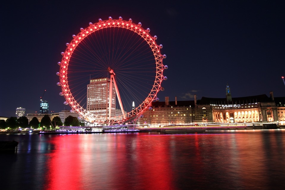 Covering the best in london in just one day wanderer stories by evening and the last on this itinerary visit the iconic london eye which is one of the best things to do in london this top attraction of london is a solutioingenieria Image collections